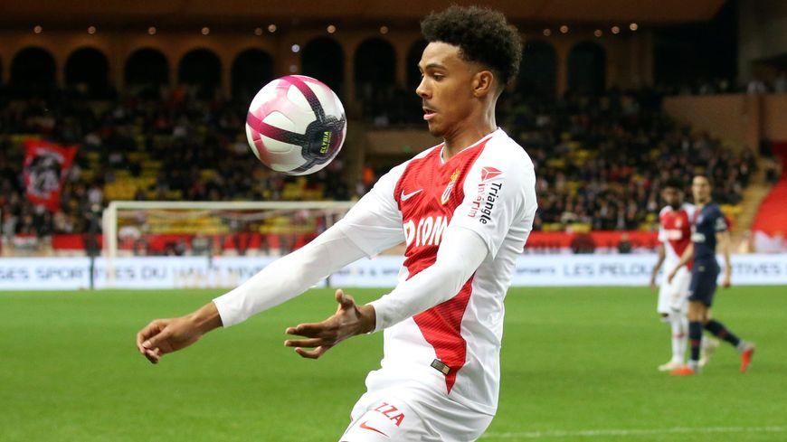 Le jeune milieu offensif Wilson Isidor sous le maillot de l'AS Monaco.
