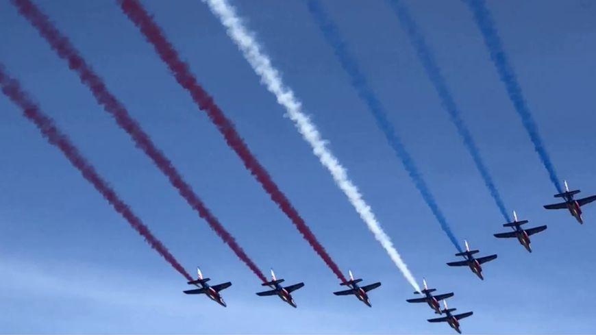 La patrouille de France a survolé la place de la République à deux reprises