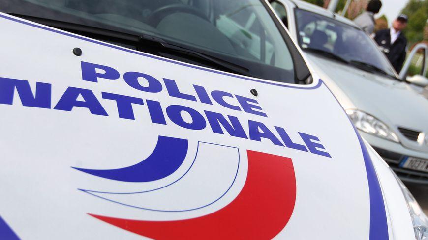 Un jeune homme d'une vingtaine d'années est mort après une sortie de route sur la N12 à Trégueux jeudi soir.