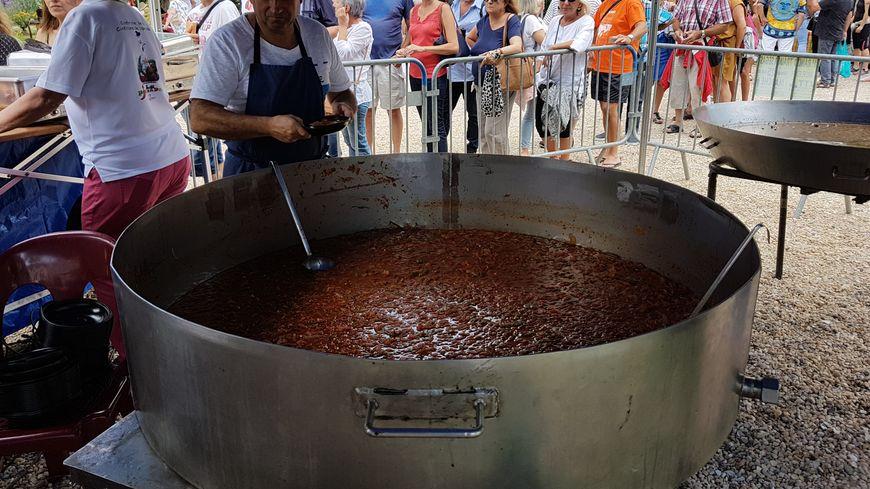 Les organisateurs avaient prévu plus de 600 kilos de piperade pour rassasier tous les visiteurs.