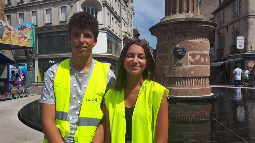 Louane et Maxence, 16 ans, ont lancé sur les réseaux sociaux l'idée d'une collecte de déchets à Moulins.