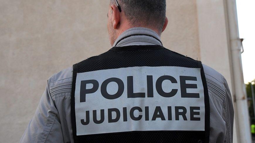 L'homme arrêté le 18 août près d'Annecy avec le corps de sa femme caché dans une valise dans le coffre de sa voiture a été mis en examen pour assassinat.