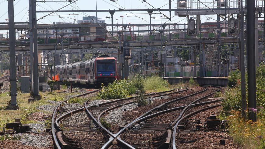 Les trains doivent parfois ralentir en raison de travaux de modernisation sur les voies