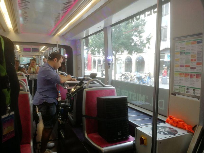 Mister B en plein mix dans le tram