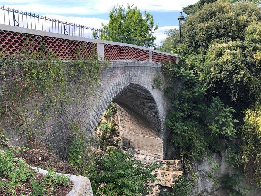 Le pont des suicidés, au Parc des Buttes Chaumont
