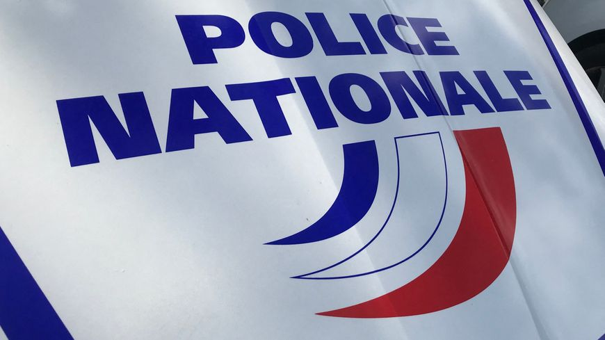 Illustration police nationale : voiture de police à Nantes