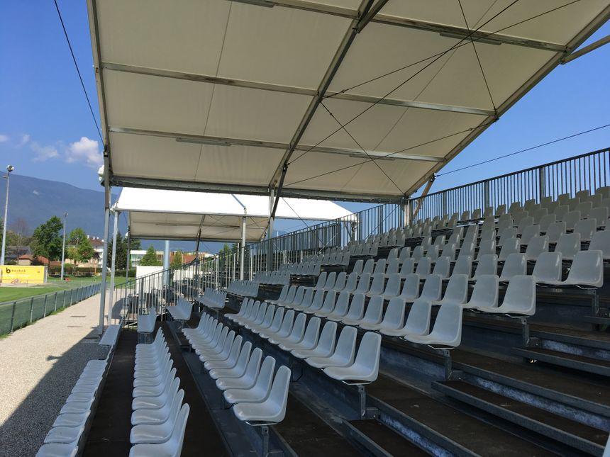 Trois tribunes de 400 places ont été installées