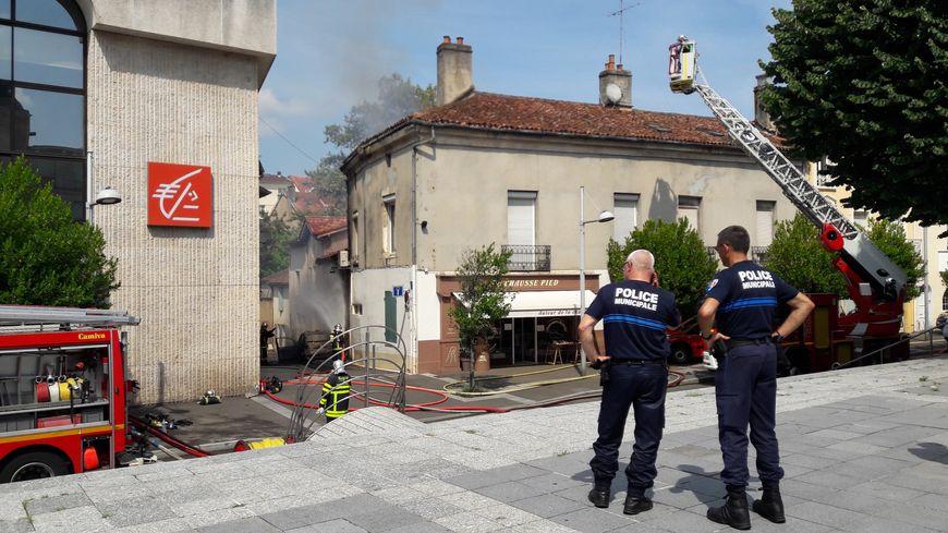 Les pompiers sont restés sur place une partie de l'après-midi.