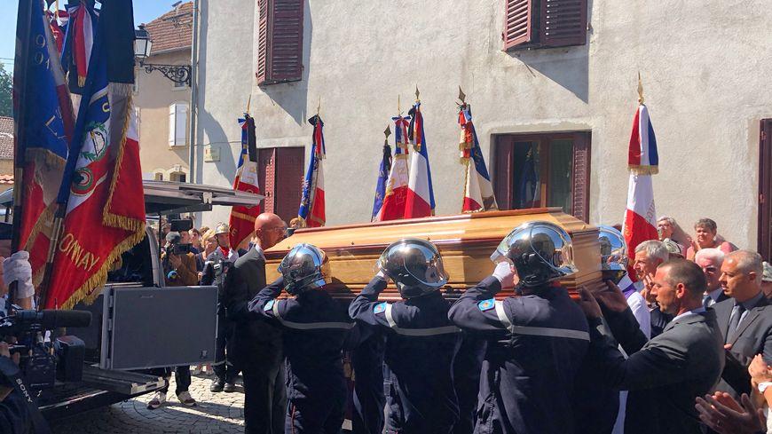 Près de 500 personnes ont rendu un dernier hommage à Philippe Leroy.