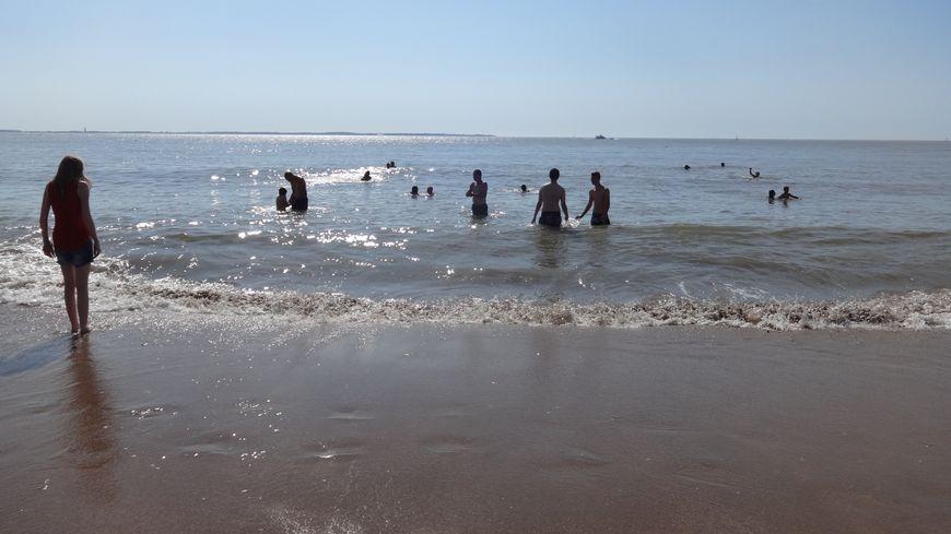 Les Creusois profitent du dernier week-end de vacances pour faire trempette à la Tranche-sur-Mer