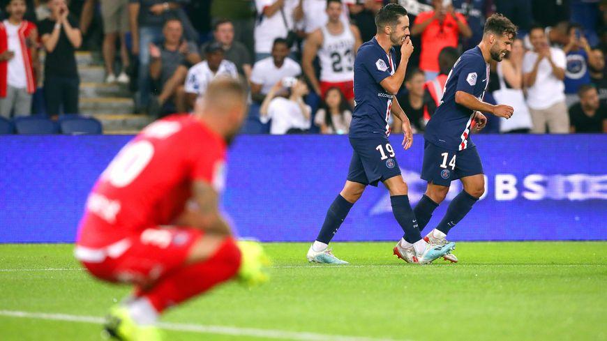 Auteur d'un match incroyable, le gardien toulousain Baptiste Reynet n'a pas tenu face aux assauts parisiens, ce dimanche (4-0)