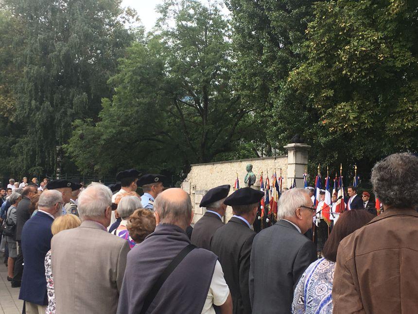 Au premier rang, coiffés d'un béret, une poignée d'anciens résistants assistaient, émus, à la cérémonie : plus que la joie de la Libération, ils faisaient mémoire du courage de ceux qui sont partis.