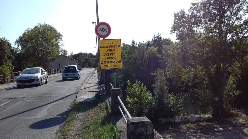 Des panneaux d'information rappellent le début des travaux le 2 septembre