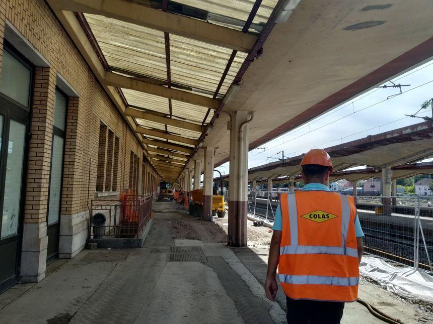 Yannick Lazarus espère tenir les délais pour permettre aux voyageurs d'utiliser le quai dès septembre 2019 - Radio France