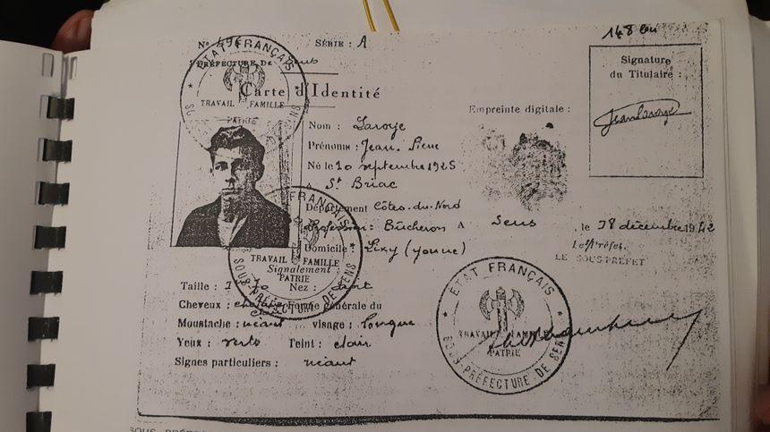 Fausse carte d'identité de Roger Pruneau, durant son engagement dans la résistance des FTP de l'Yonne