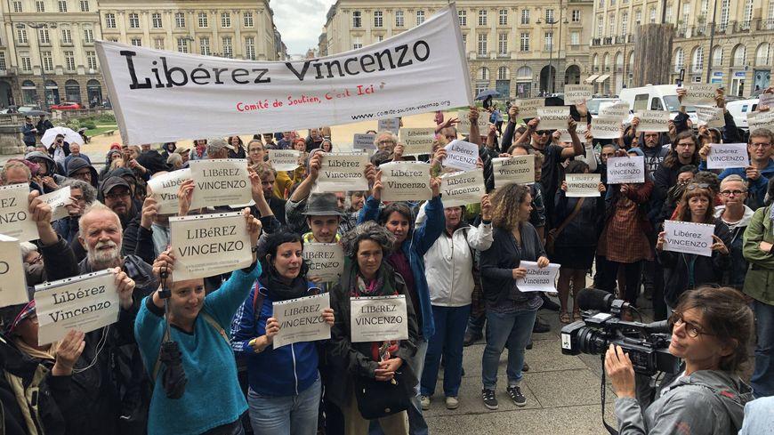 Mercredi 14 août, 250 personnes s'étaient rassemblées devant la cité judiciaire de Rennes