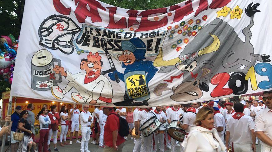 La banderole de la banda Los Calientes pour cette Feria de Dax 2019