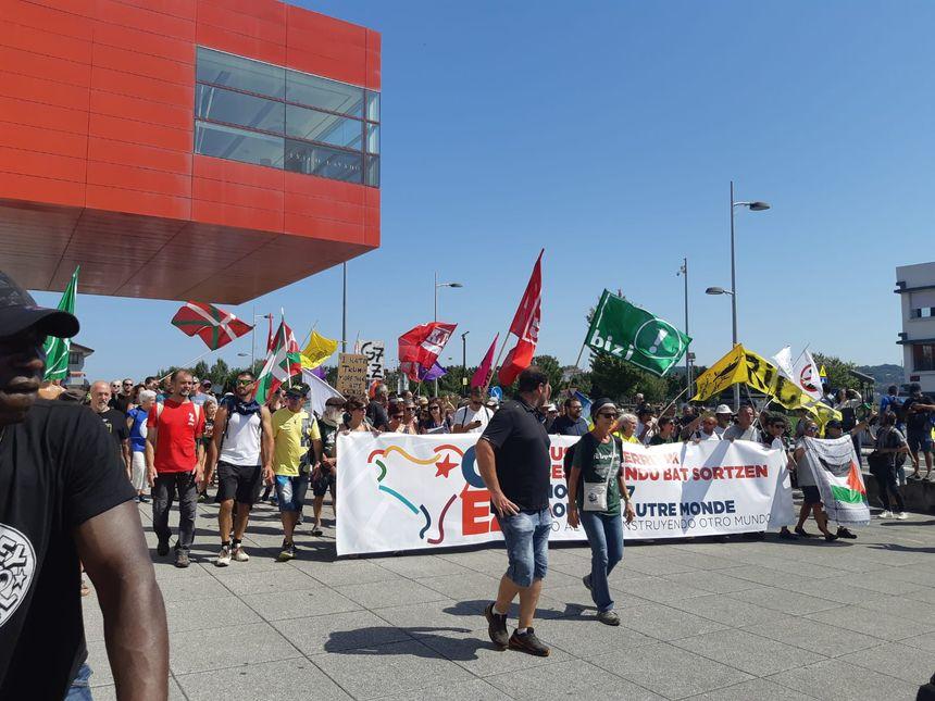 Le passage devant le centre de réunion FICOBA à Irun