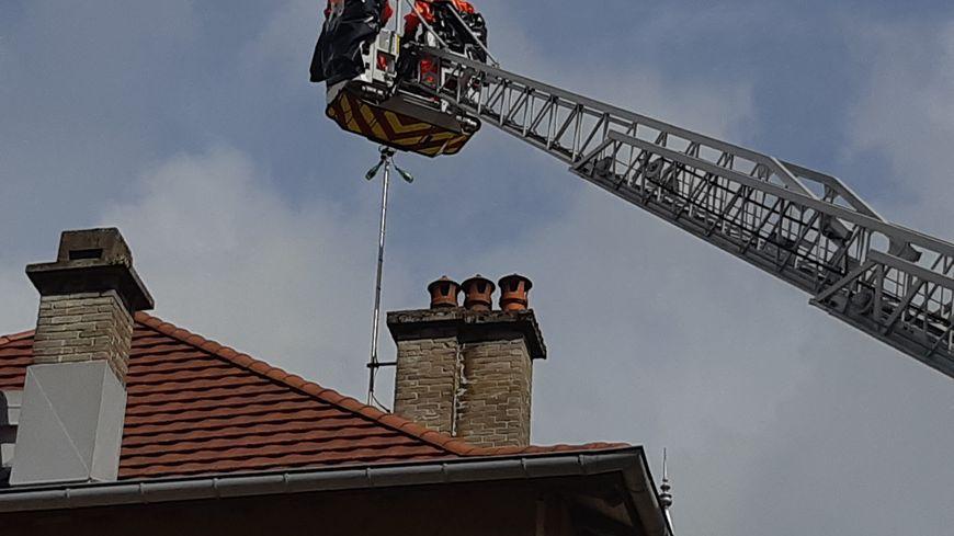 Une équipe de pompiers spécialisés dans les risques radiologiques est intervenue
