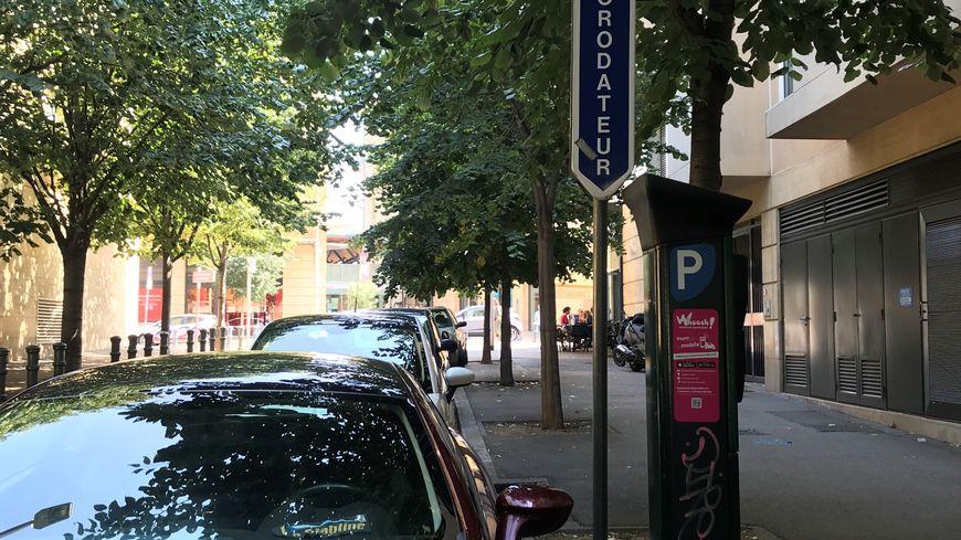 Un horodateur dans le centre-ville d'Aix-en-Provence