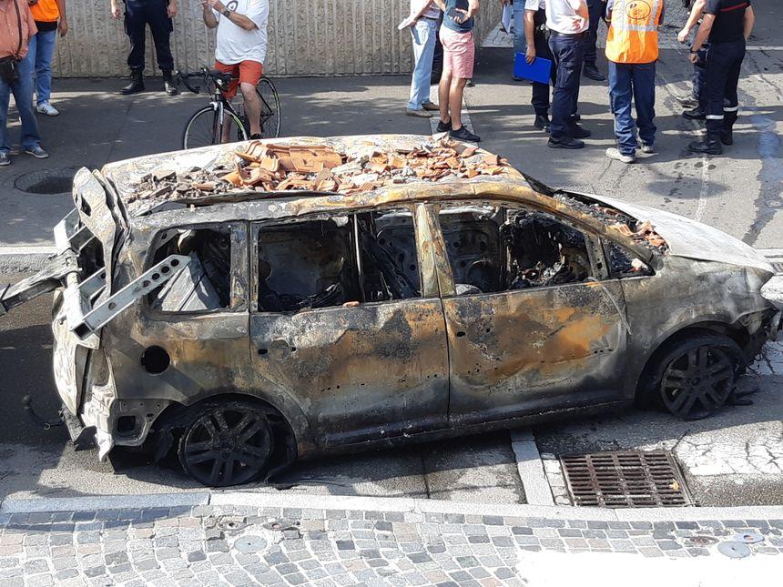 véhicule incendié Mont de Marsan