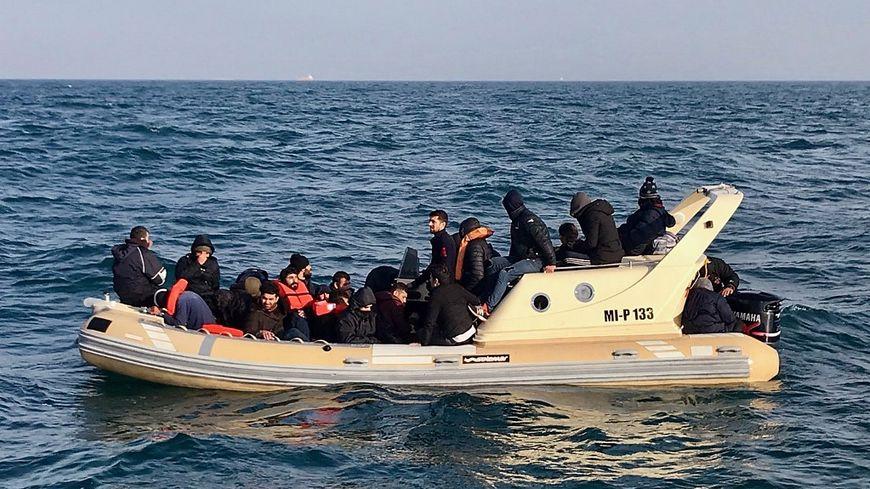 Des migrants dans la Manche en février dernier.
