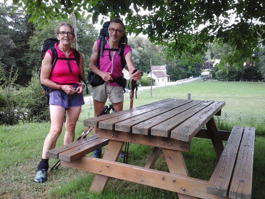 Dominique et Grégoire, venus de loin pour traverser le Jura et ce pays de Chaux qu'ils découvrent grandeur nature après l'avoir parcouru en mode internet et guides de voyage...
