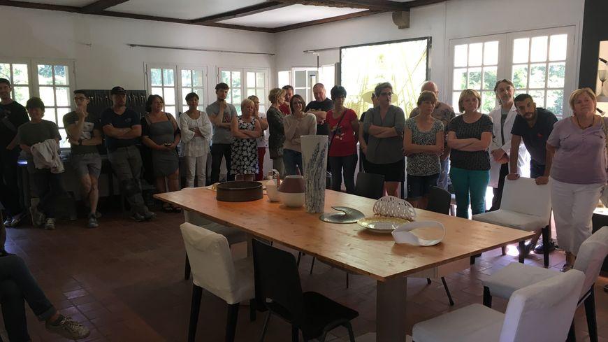 Les salariés de JL Coquet réunis en AG dans les locaux de l'entreprise