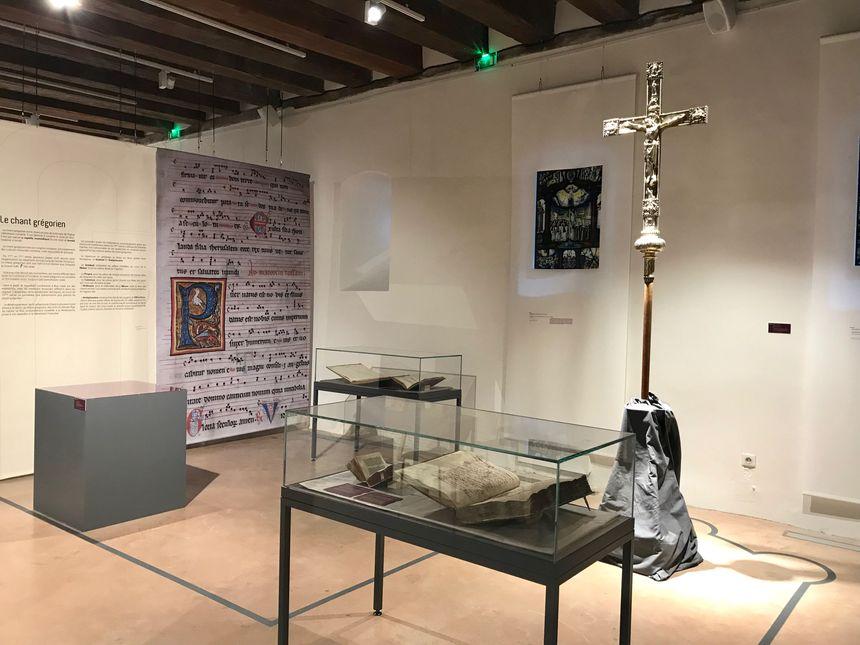 La deuxième partie de l'exposition présente notamment des reproductions de vitraux