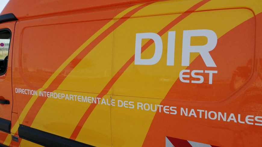 Les agents de la DIRCO récupèrent des dizaines de tonnes de déchets chaque année sur l'A20 en Corrèze (Photo illustration)