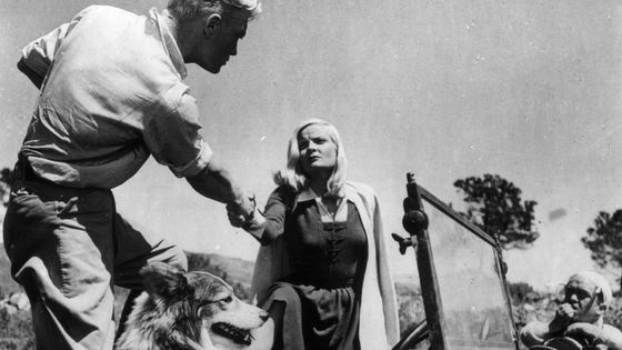 Jean Marais et Madeleine Sologne dans une scène du film « L'Éternel Retour » de Jean Delannoy, scénario de Jean Cocteau (1943)