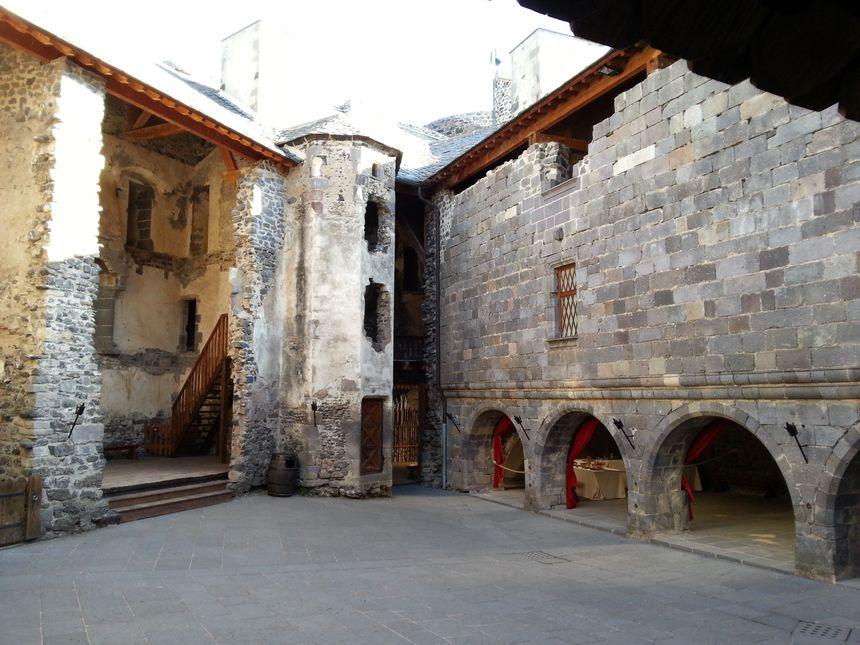 La Haute Cour du château de Murol