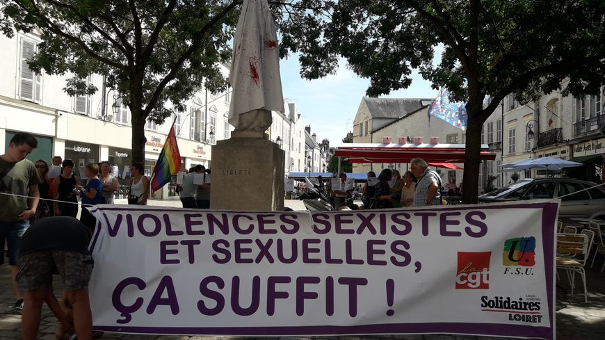 Le rassemblement était organisé à la suite d'un féminicide à Malesherbes dans le nord du Loiret