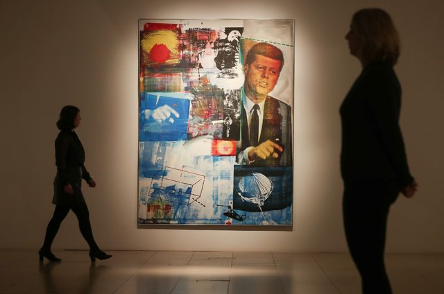 Le 35ème président des Etats-Unis JFK est mis à l'honneur dans l'oeuvre de Rauschenberg, qui nous a quitté en 2008.