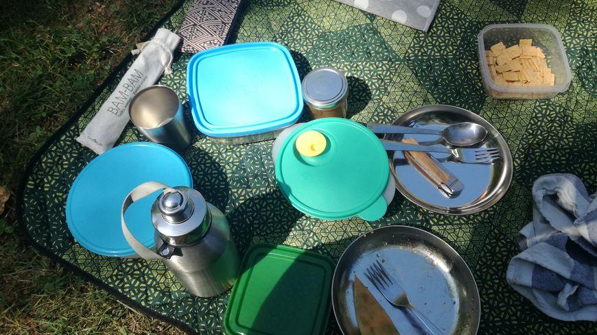 Boîtes et plats lavables, vinaigrette en bouteille de verre... Les participants au pique-nique zéro déchet ont joué le jeu.