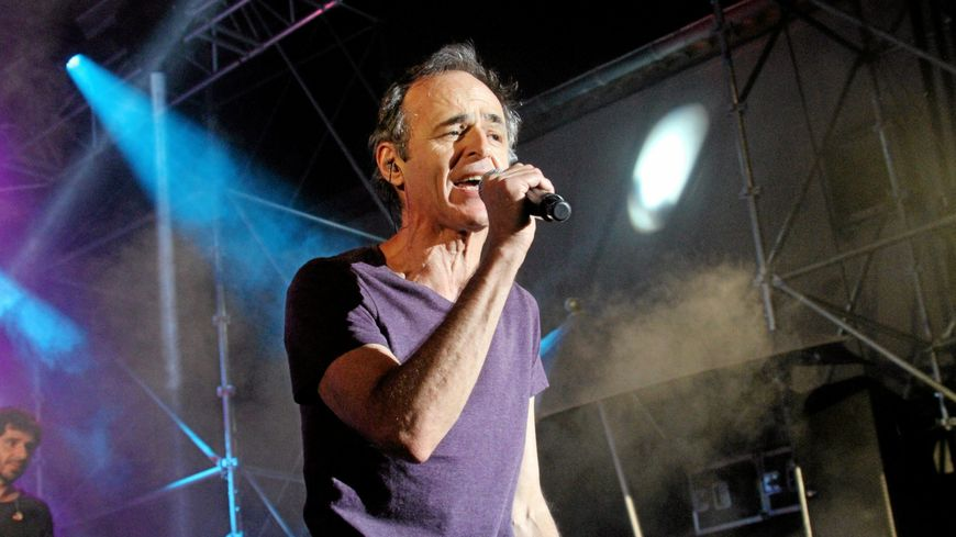 Jean-Jacques Goldman, en 2014 lors d'un concert au profit des Restos du cœur.