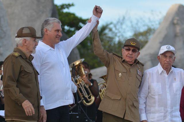 Le président Miguel Diaz-Canel  et son prédécesseur Raoul Castro le 26 juillet 2019
