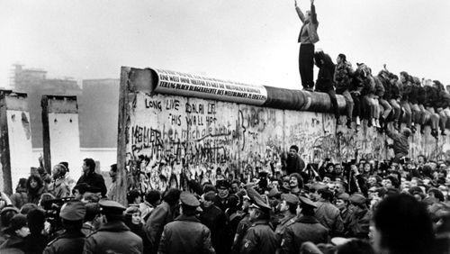 Épisode 1 : Un mur, trois révolutions, comment les événements de 1989 ont-ils changé la façon d'écrire l'histoire ?