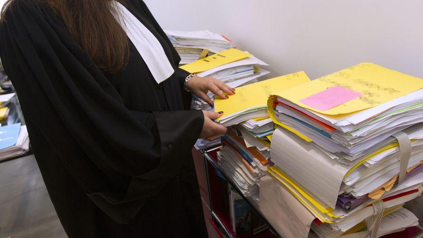 Dans les cours criminelles, il y aura cinq magistrats qui jugeront des crimes punis de 15 à 20 ans de prison.