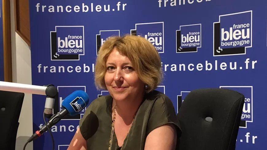 Dominique Clémang dans les studios de France Bleu Bourgogne © Radio France