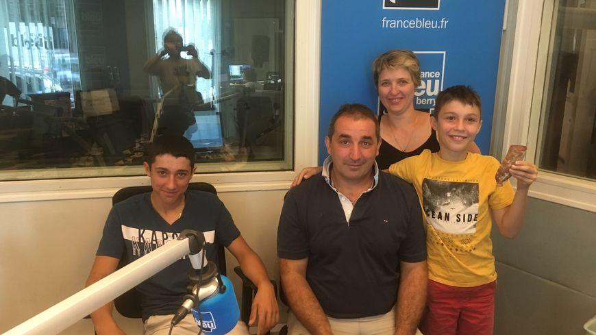 Véronique et Stéphane Aubailly sont venus nous parler de leur actualité en compagnie de leurs enfants Louis et Mathéo
