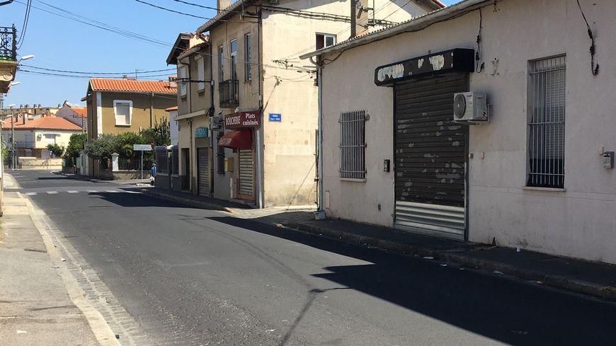 La fusillade a eu lieu dans le Bas-Vernet, devant ce local, dont les grilles sont restées fermées toute la journée.