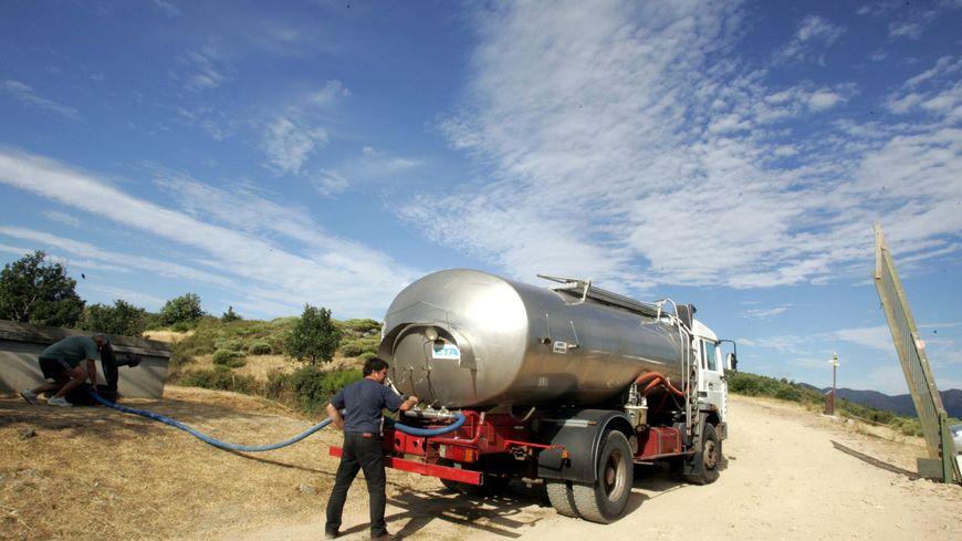 Des camions citernes alimentent le réseau d'eau de 7 communes du plateau bortois en Corrèze - illustration