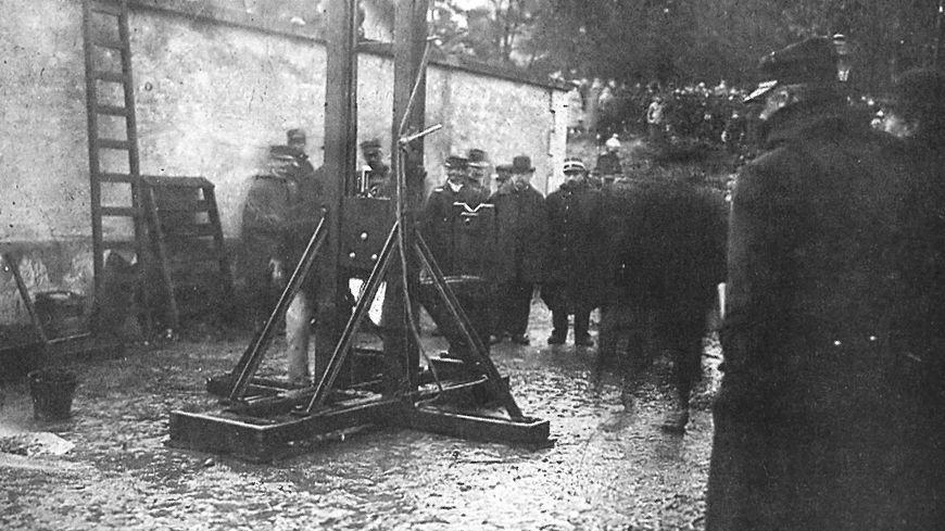 La guillotine après l'exécution d'Antonio Pozzi