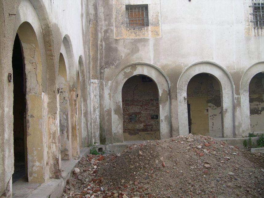 La cour de la prison lors de son rachat par la ville de Perpignan