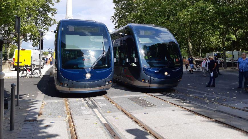 Les essais du tram D ont débuté au départ de la place des Quinconces, à Bordeaux