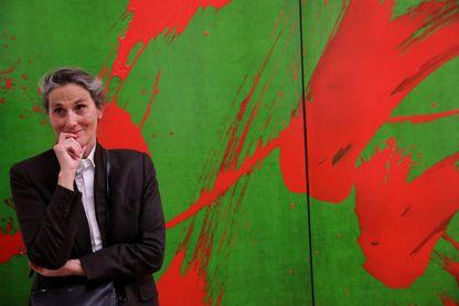 """Fabienne Verdier, artiste peintre, au musée Granet , au Pavillon de Vendôme et à la Cité du Livre devant une de ses toiles pendant son exposition """" Fabienne Verdier sur les terres de Cézanne """"."""