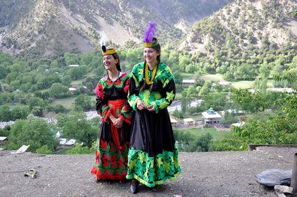 Deux femmes lors d'un  Festival katash au Pakistan en ami 2018