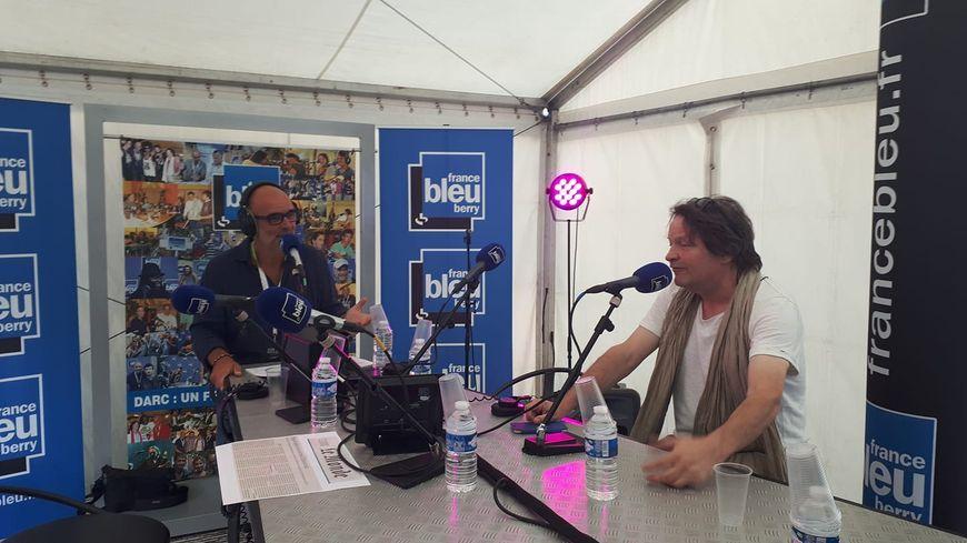 Eric Bellet au micro de Manuel Bonnefond lors du festival Darc