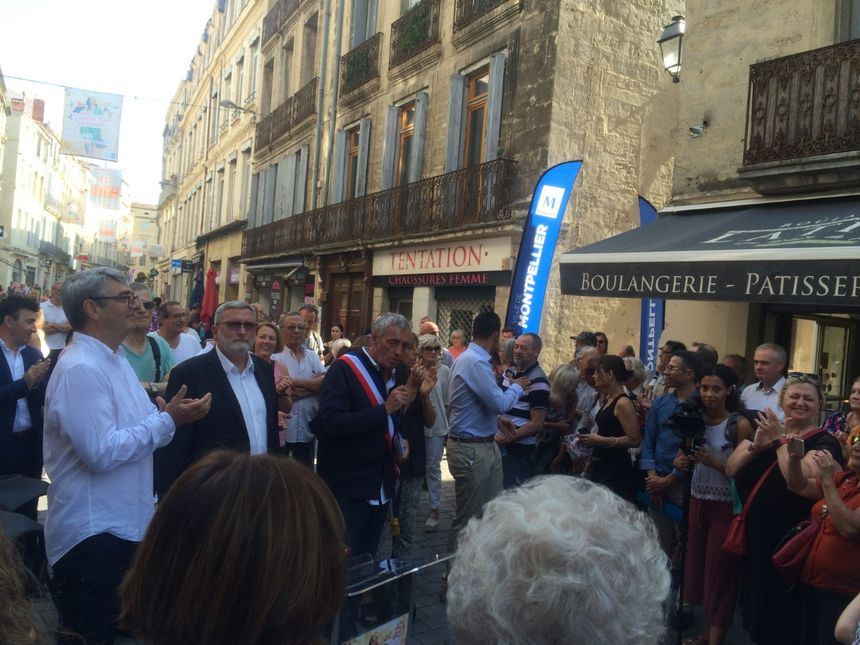 Le maire de Montpellier Philippe Saurel en plein discours lors de l'inauguration.